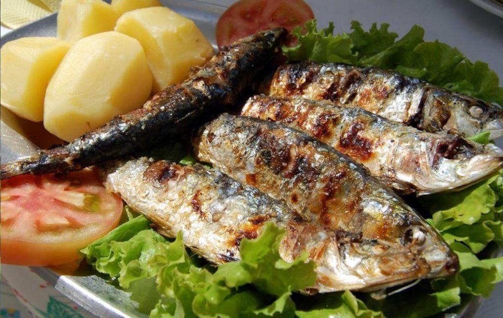 ماهی ساردین و سیب زمینی  - غذاهای دریایی پرتغال
