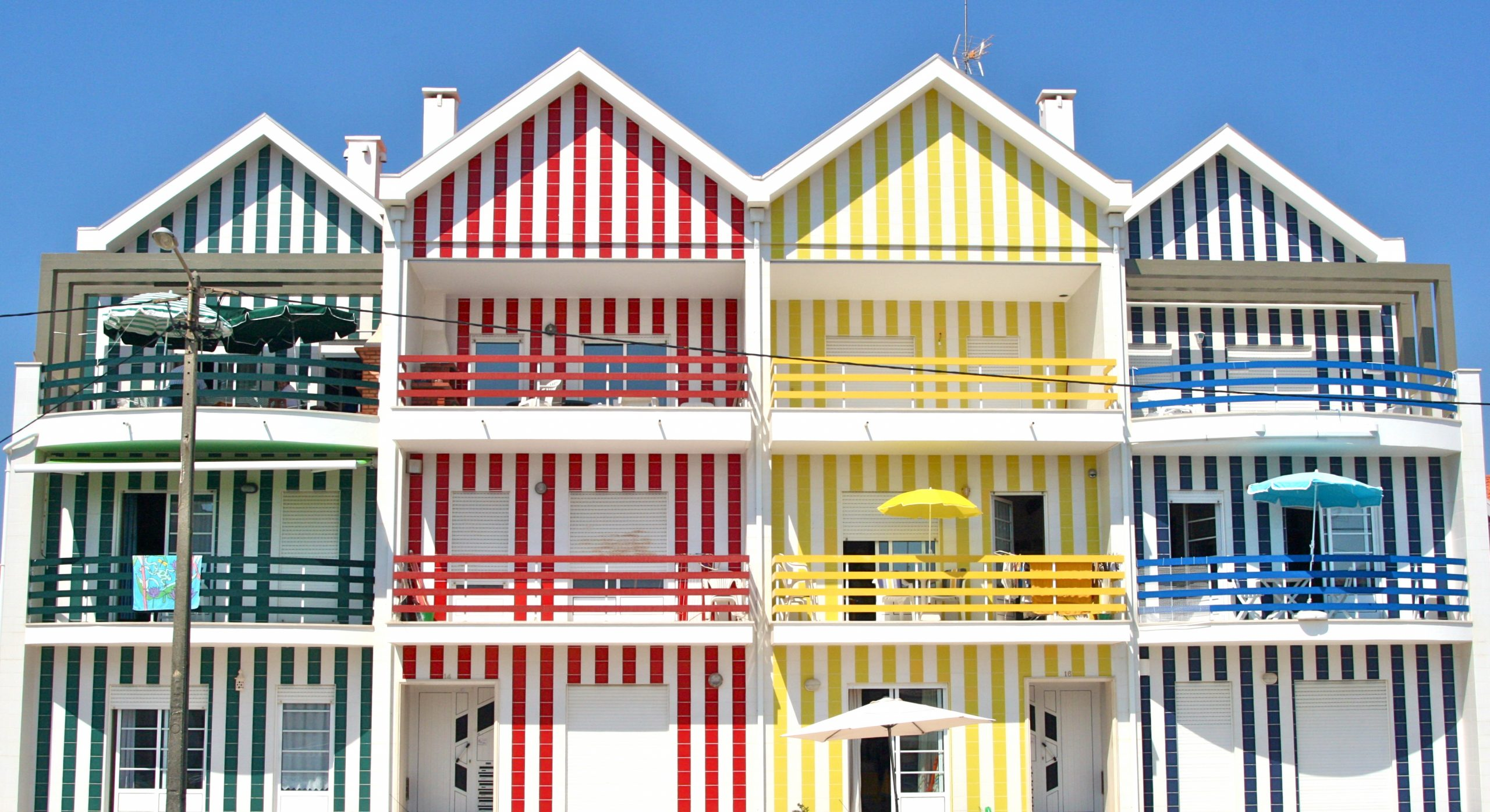خانه های رنگی Costa_Nova در شهر آویرو پرتغال