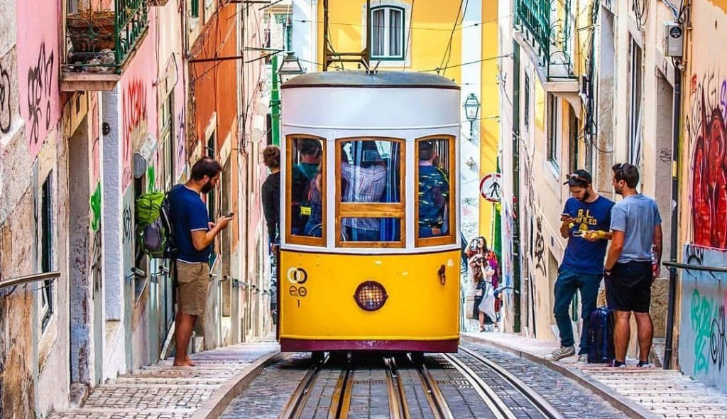 تراموای زرد لیسبون پرتغال