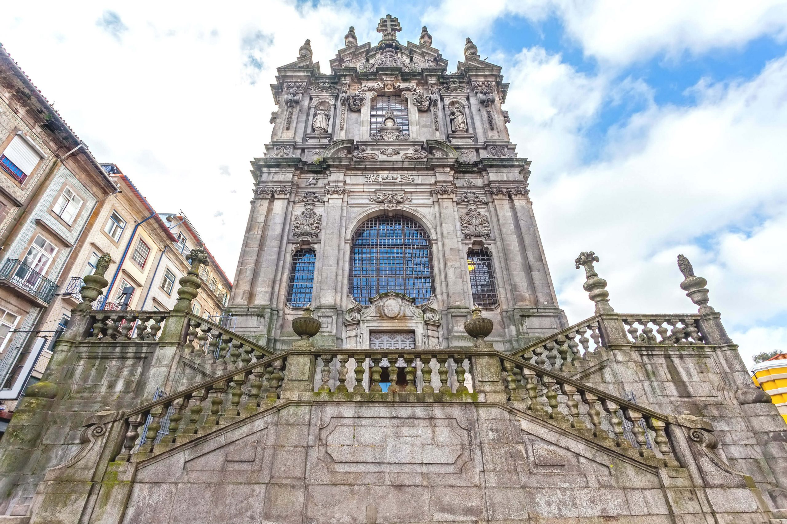 برج کلریگوس پورتو پرتغال از نمای نزدیک